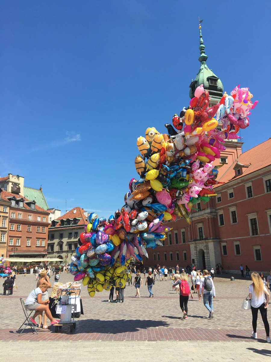 ポーランド 広場の風船