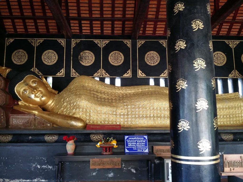 タイ チェンマイ 涅槃像