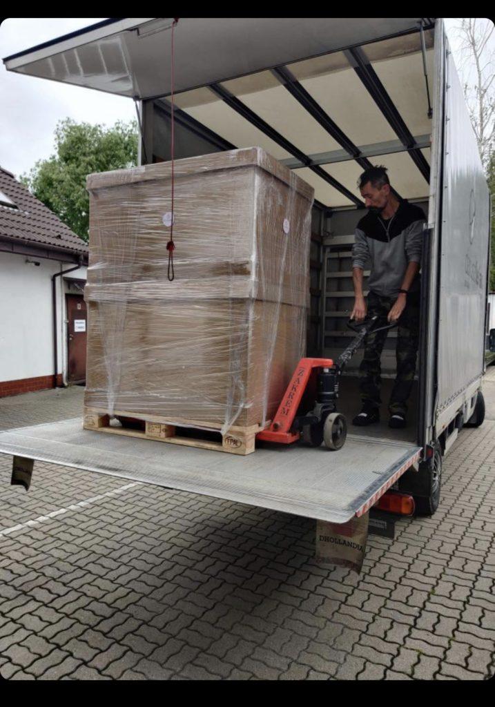 出荷2 (コロナで遅れていた製品が現地を出発しました‼️ポーランド製品、輸入ペットアクセサリー、ポーランドハンドメイド)